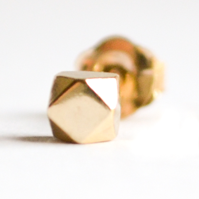 14k-tiny-faceted-single-1