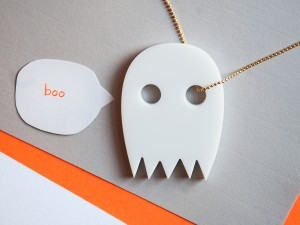 ghost-white-gold-chain-boo
