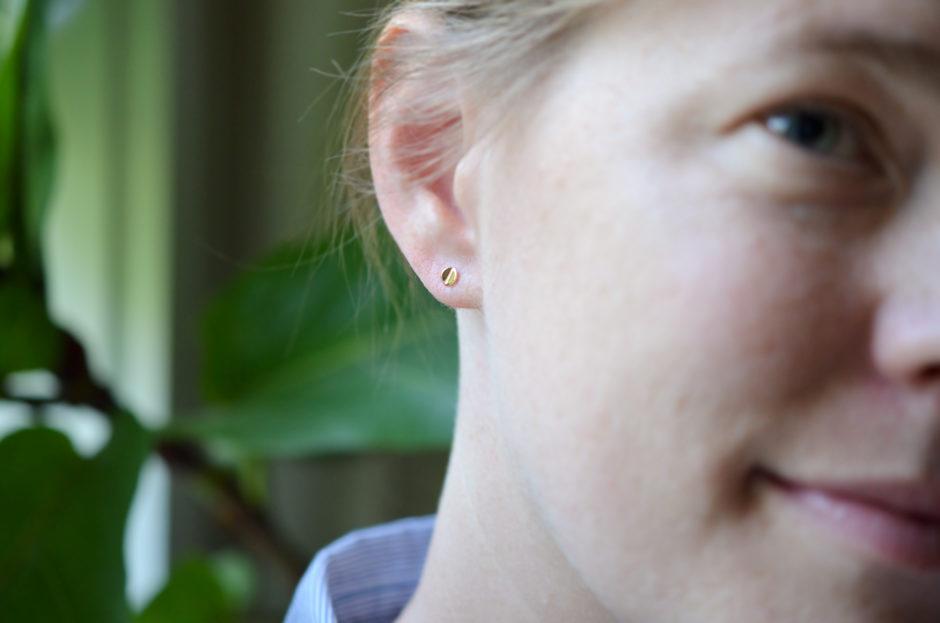 gold-bent-circle-earrings