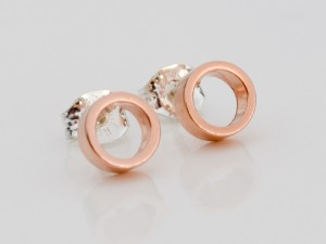rose-gold-tiny-circle-earrings-5